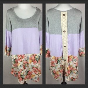Gray purple floral top size large A1